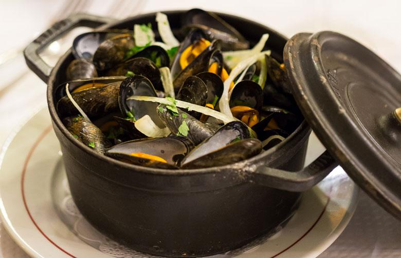 restaurant-pascaline-bistrot-comptoir-buffet-volonte-fait-maison-gueret-1880-rouen-27-moule-frite-780×503